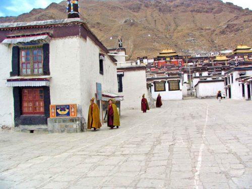 Yellow Hat Monks At Zhashenlunbu Temple In Shegatse